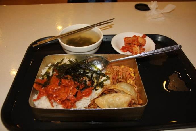 """同样是""""食堂餐"""",看看中国的,再看看印度的,心疼留学生!"""