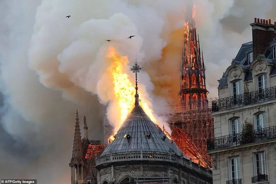 突发!巴黎圣母院大火!800年古迹被焚毁,全人类最伤心的一天…