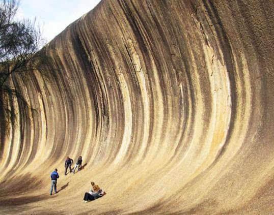 """世界上最神奇的""""海浪"""" 屹立25亿年不倒"""
