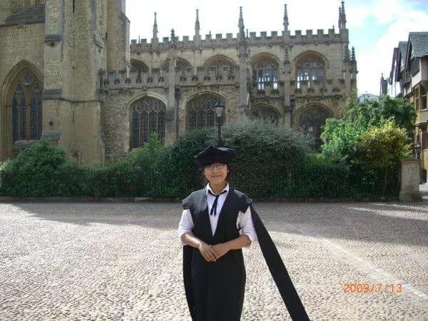 十封咨询邮件,七次雅思考试,双非学生终入牛津