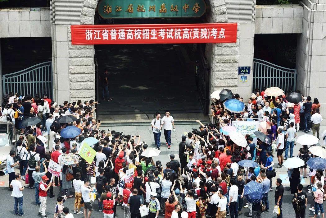 刚知道!中国高考成绩直接可以上美国的大学!6所大学可选,有的还发$10万奖学金!