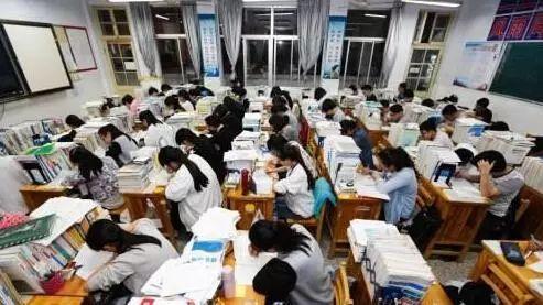 最新!中美高考作文对比!你最欣赏哪个题目?
