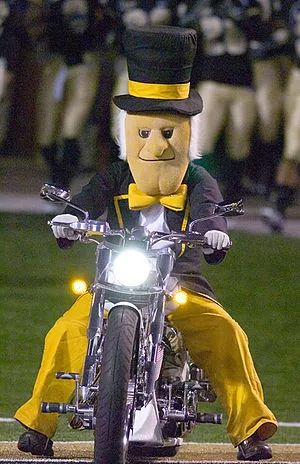 """全美10大「最奇葩大学吉祥物」盘点!大学是好大学,就是吉祥物不太""""正经""""…"""