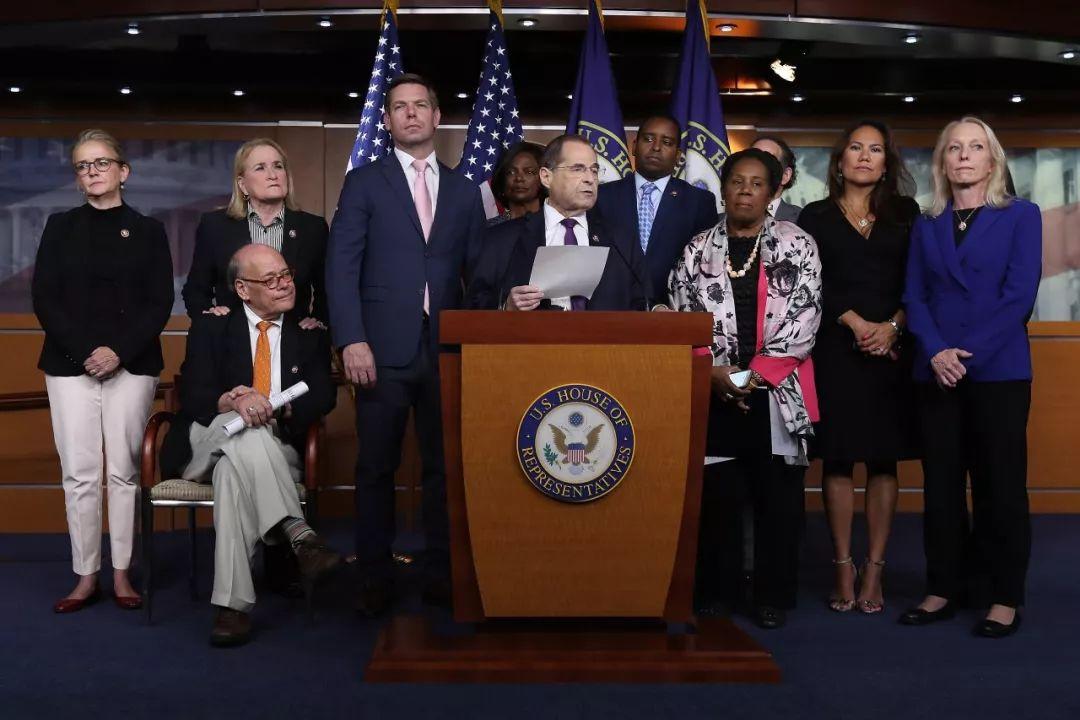 105名众议员发起弹劾总统! 民主党大反攻! 川普下台概率有多大?
