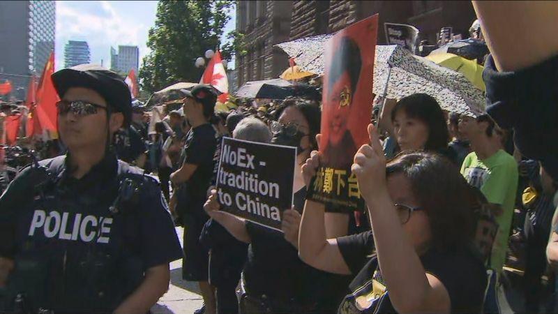 多伦多港人反送中集会遭挺中留学生冲击 爆发冲突