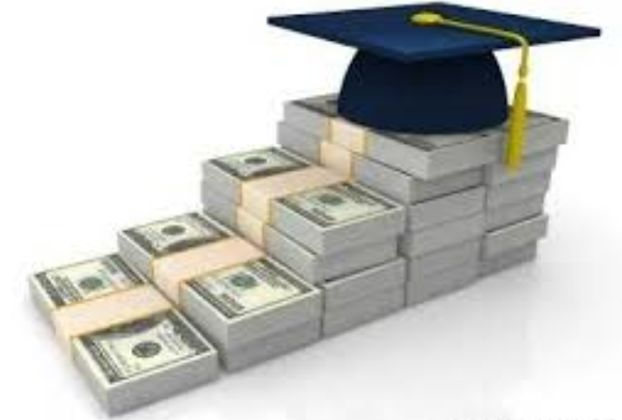 美国大学学费又暴涨!300万念本科,换来不足10万年薪,到底图什么?
