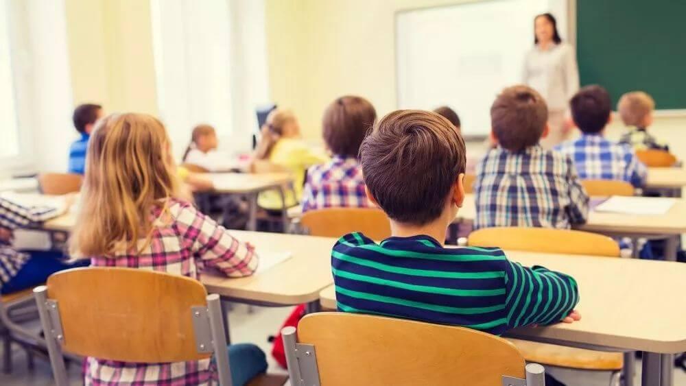 法国教师缺勤严重,学生只能不断自习!家长怒告政府要求赔钱