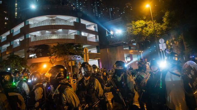 香港示威冲突中堕楼大学生在抢救5天后死亡
