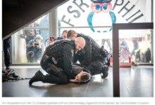 外国学生占领德国大学教室!结果被警察按倒在地,带离德累斯顿工大学校。-留学世界网