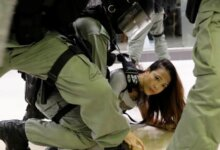 香港再次爆发反警暴抗议!七个区域出现流血冲突 议员耳朵被咬断!留学生出行注意规避-留学世界 Study Overseas Global Study Abroad Programs Overseas Student International Studies Abroad