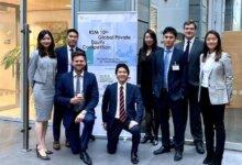 刘强东老婆章泽天与剑桥同学参加投资比赛 职业装成熟干练-留学世界网