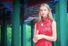 澳洲妹子想在中国做最火网红,竟跟着大爷跳江,但一点都不让人反感......-留学世界网