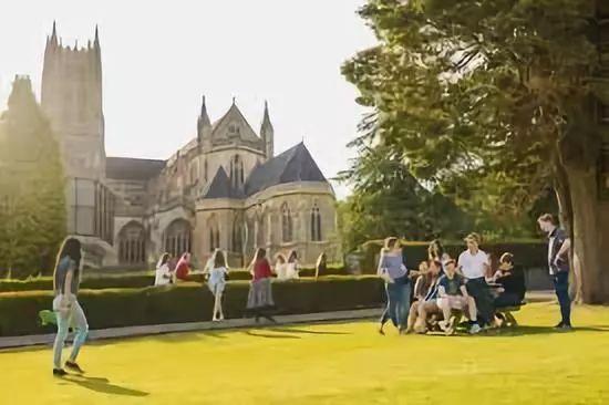 中国学生占领英国寄宿学校,满校普通话惹恼德国留学娃!