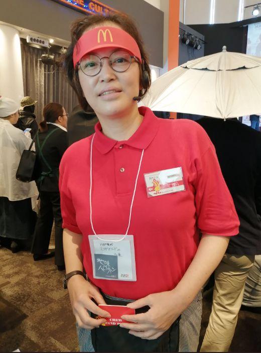 """日本万圣节cosplay大赛,这个扮成去""""新宿爆买的中国游客""""应该拿冠军..."""