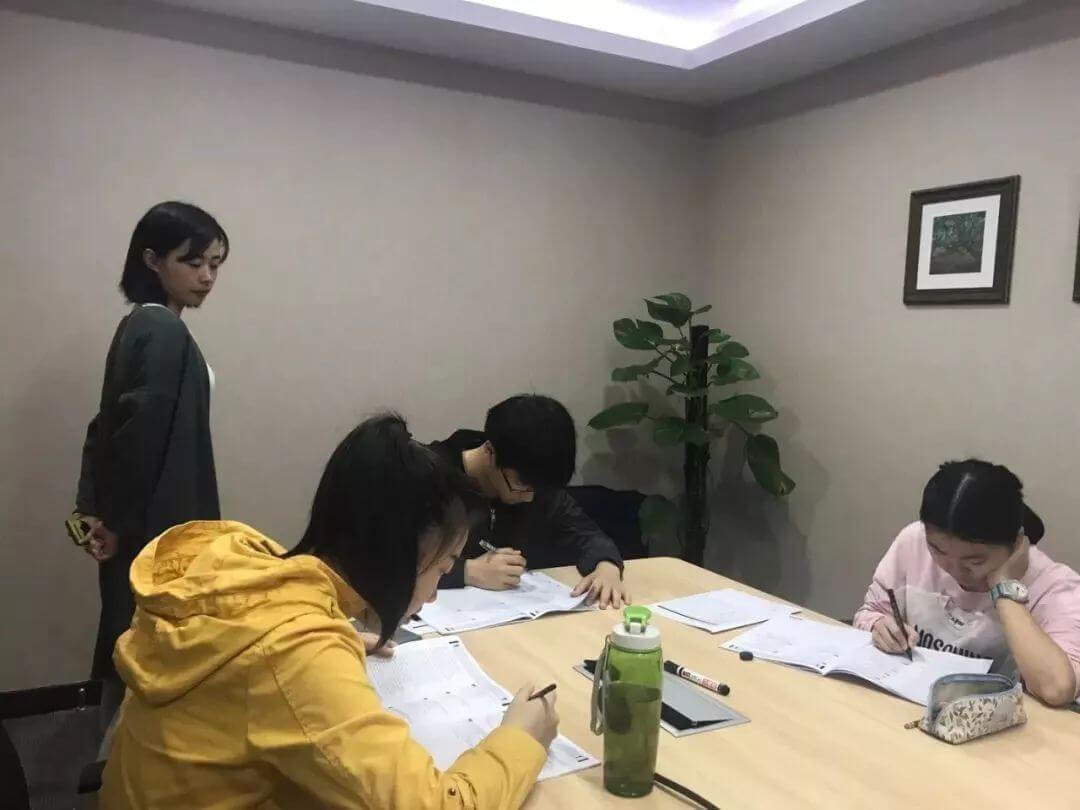 疯狂的中国式留学:一场6000亿的中产家庭豪赌