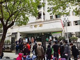 武汉护士亲身讲述 #武汉肺炎 疑似患者急救送不进医院 排队10小时才能打上针