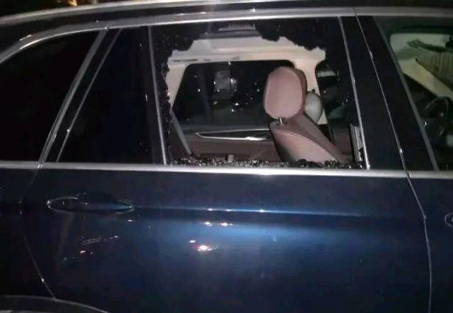 多伦多留学聚居的Yonge&Finch公寓大厦几十辆车被砸!车窗敲粉碎,财物被抢!