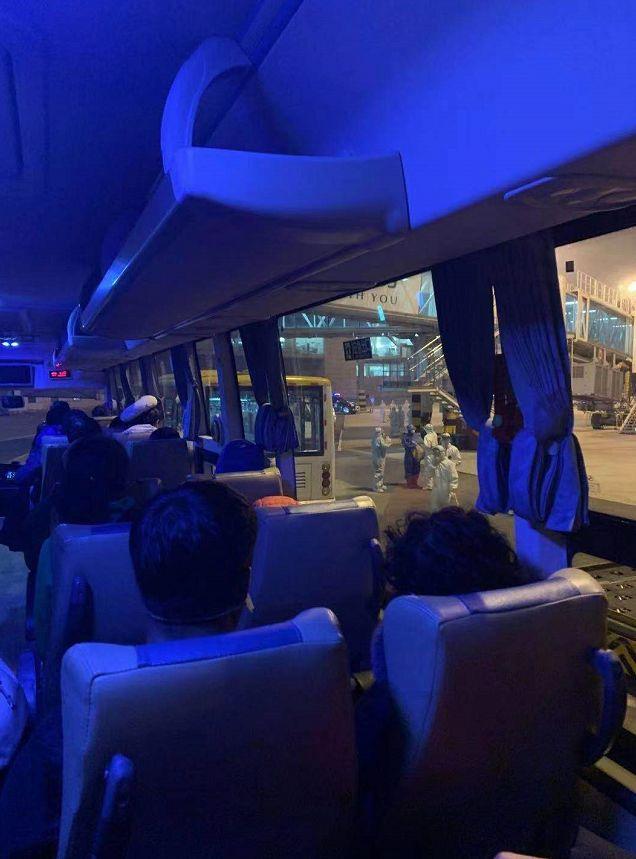 与武汉乘客同机:双方的困境