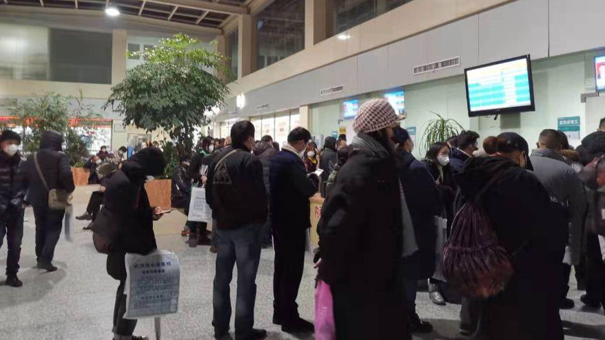 武汉某定点医院被隔离的医生:曾一晚接诊200名患者