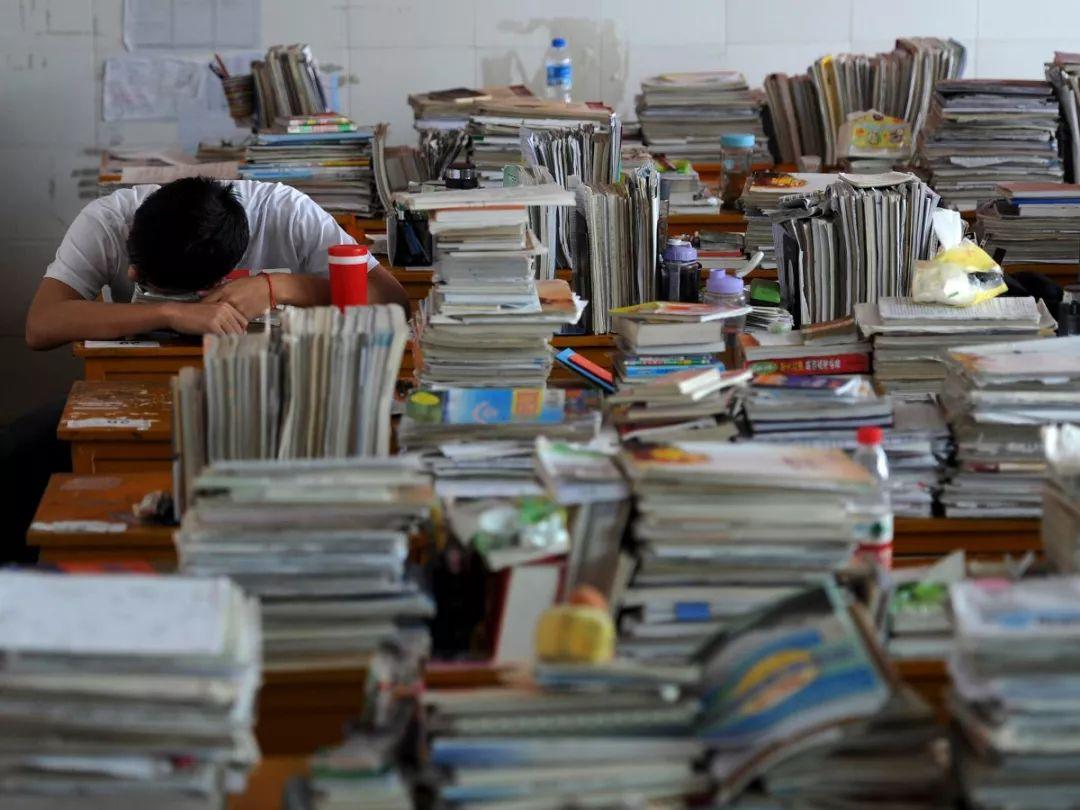 致考生家长:就是累死也要把孩子送去海外读书