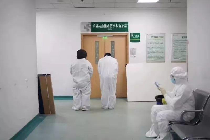 送别 #李文亮医生 :愿天堂不再有 #武汉肺炎 #新型冠状病毒  | 深度报道-留学世界网