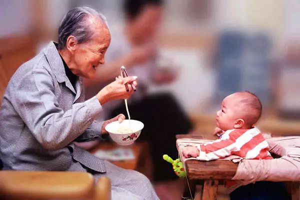 别再宣传老年人捐款了,这种正能量我们不需要!
