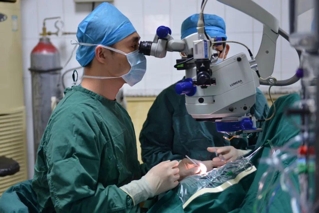陶勇医生受伤后首发声:我看过太多悲惨的命运,更能承受打击