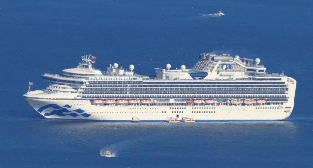 """现实版""""恐怖邮轮"""" 船上隔离已一周,法国乘客:很难被隔离,但我们尽量不沮丧。"""