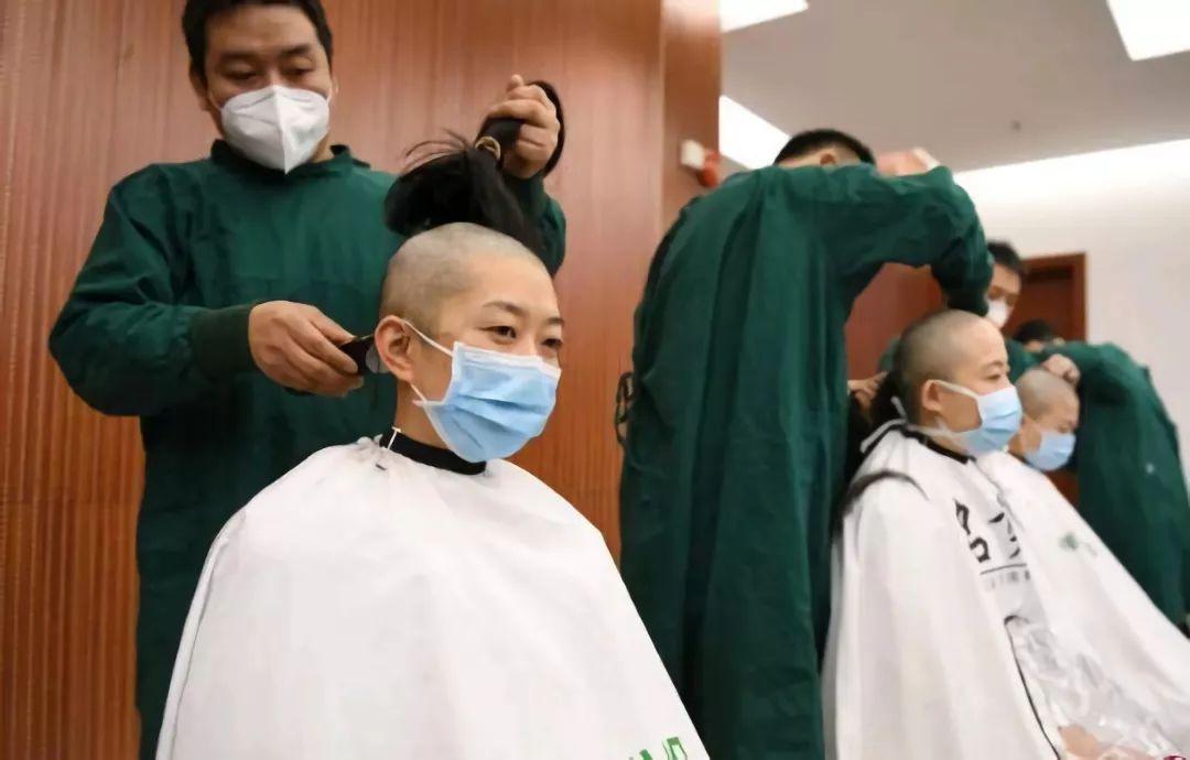 李思磐:一场事先张扬的落发仪式
