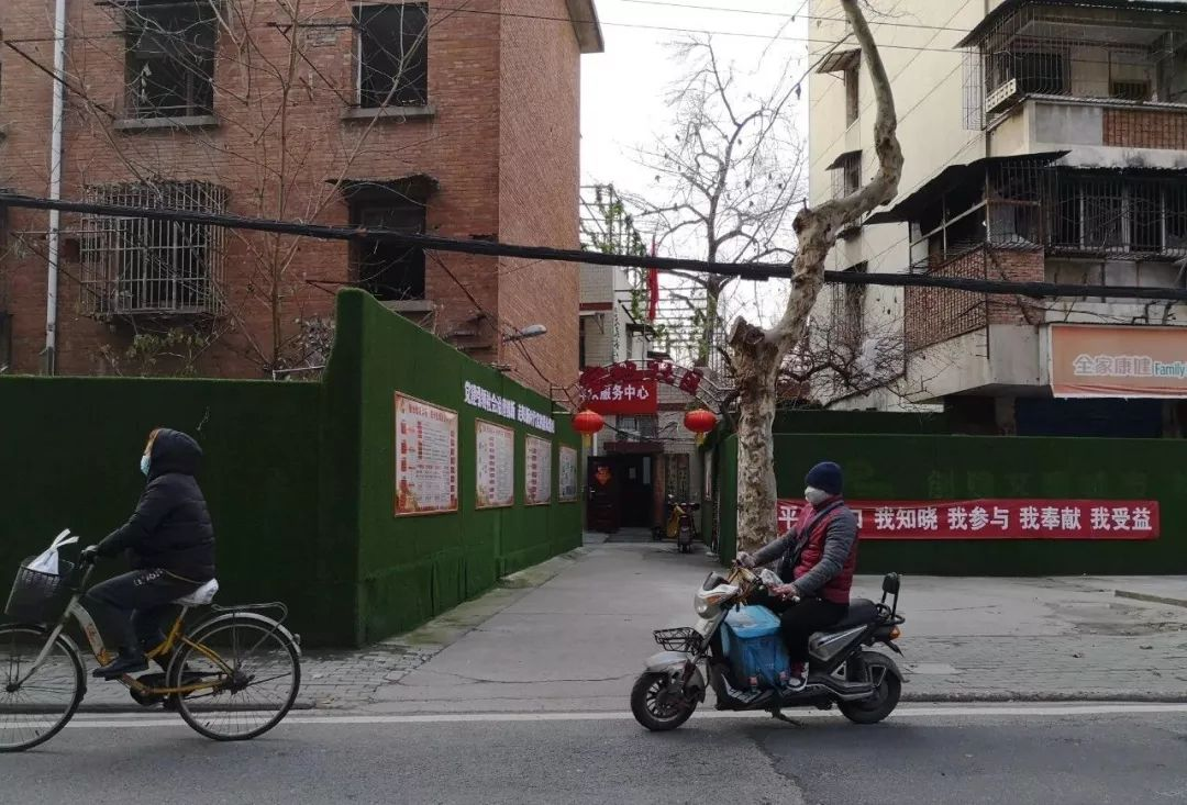 武汉社区告急:领导干部亲自搬遗体,基层防疫压力巨大