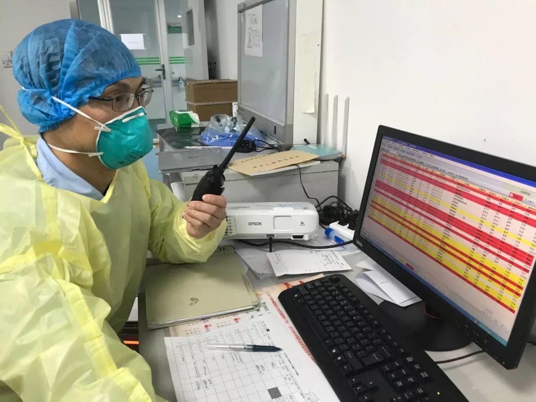 张文宏:两张图给出返程与返工后的疫情走向,必以最大决心方能胜利