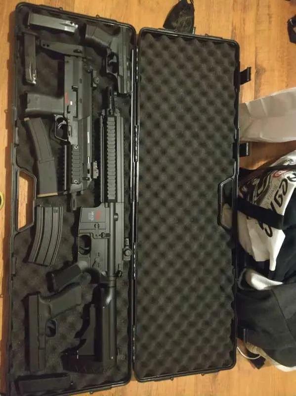 """从捐赠口罩到囤积物资、买枪自卫,一位捷克留学生的""""战疫""""手记"""