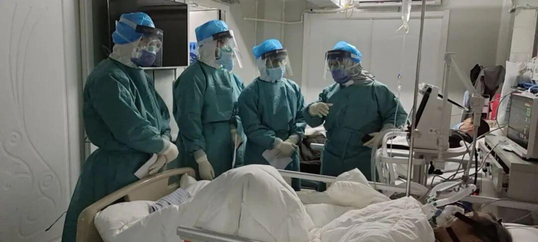 ICU里的死亡阻击战:怎样拯救重症患者?大专家选择了谨慎用药