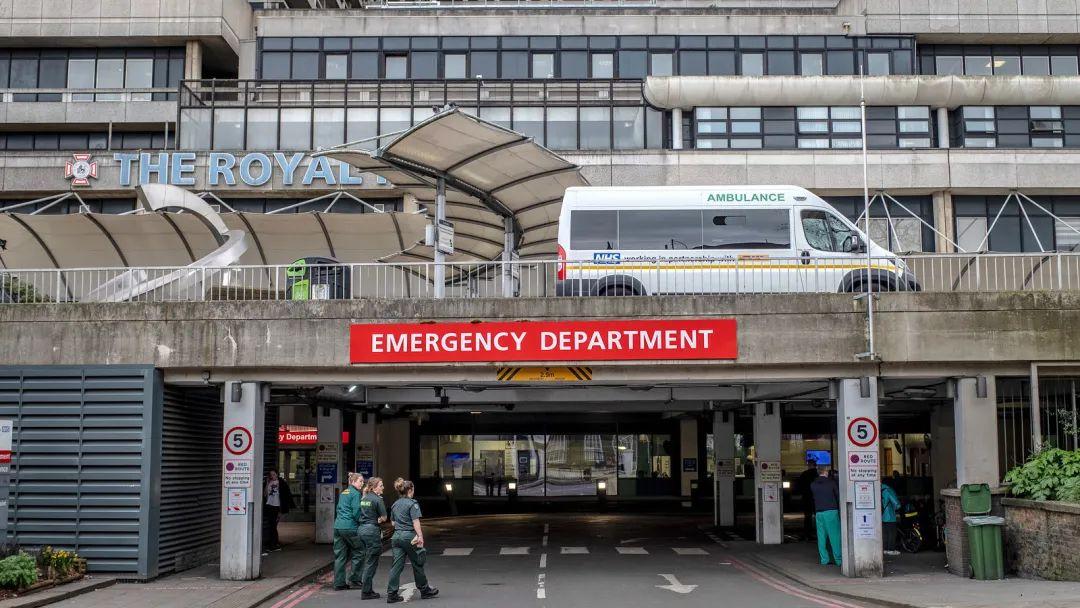 """""""我在英国高烧39度疑似新冠"""",这份住院经验贴,我希望你永远用不上"""