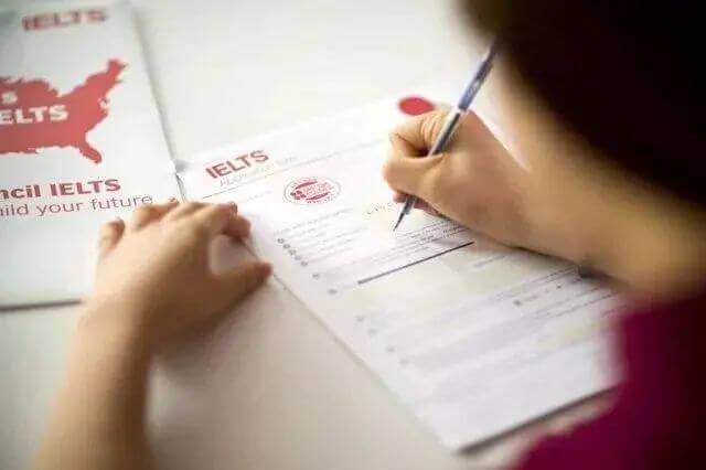 疫情播报   澳洲再次延长禁令, 英国高校: 降低英语成绩门槛