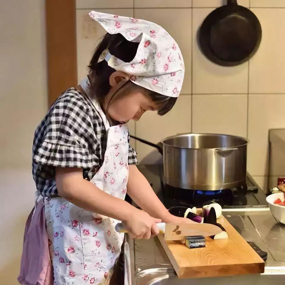 日本妈妈专拍姐妹崩坏丑照,萌翻一众网友:这是亲生的!