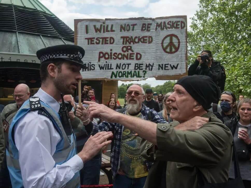 """英国人:""""我们要自由""""!海德公园人群示威抗议,布莱顿海滩人挤人"""
