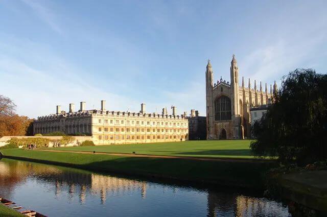 英国数所大学,包机接中国留学生返校,吃你家大米了?